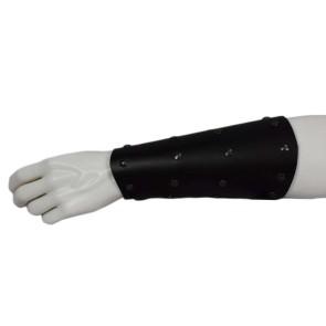 Lange Armschiene Schwarz Vier Reihen Nieten